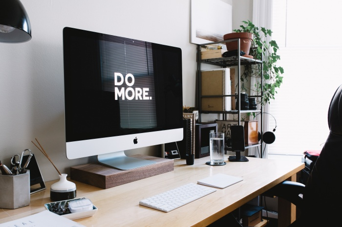 desk-do-more-motivation-mac